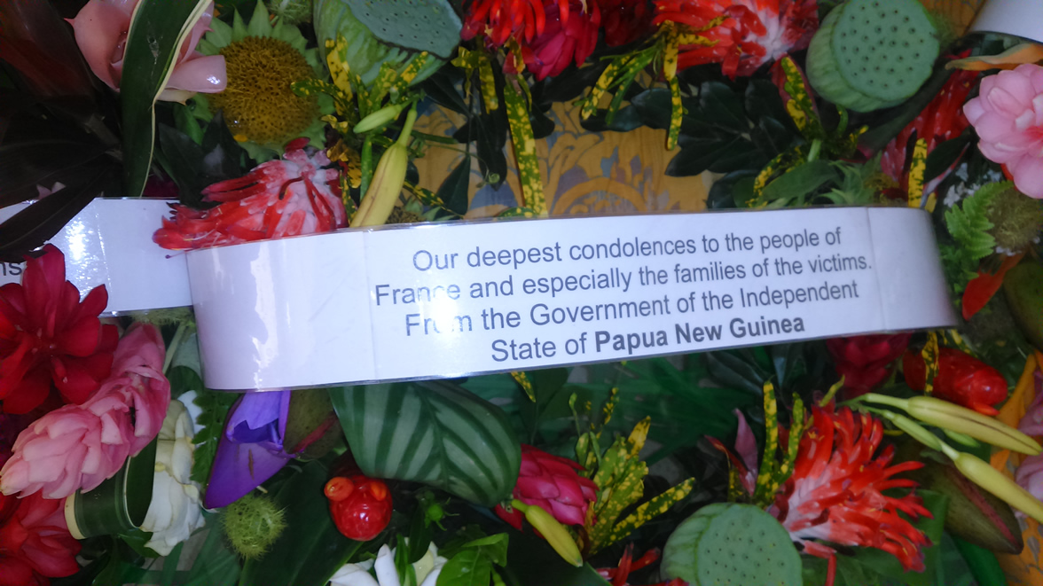18 Nov 2015 - Flowers in Tribute for the Paris victims 3
